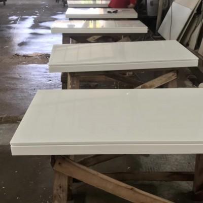 纯白色微晶石桌面(粘厚条仿形边部加工)